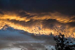 fantastiska solnedgångsmoln foto