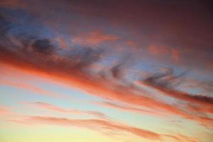 solnedgång med moln
