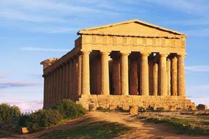grekiska ruiner på kullen foto