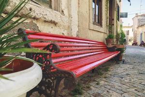 röd bänk foto