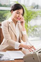 vacker asiatisk sekreterare foto