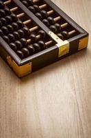 abacus på trägolv foto