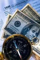 budget, kompass och pengar foto