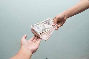 ta emot pengar från kunden foto