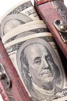 pengar i en låda foto