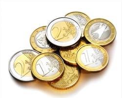 hög med euromynt foto