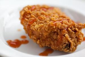 stekt kyckling på en tallrik foto