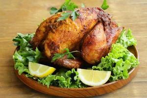 rostad kyckling med örter foto