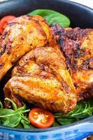 rostade kycklingstrumpinnar foto