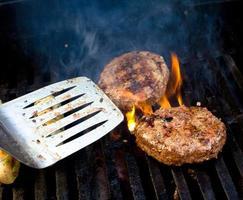 grilla hamburgare foto