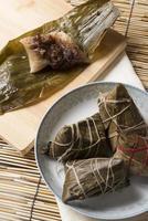 kinesisk traditionell mat zongzi foto