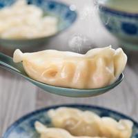 kinesisk mat ångade dumplings foto