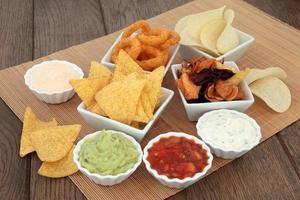 chips och dopp foto