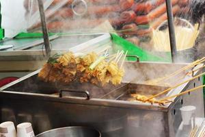 koreansk lokal mat, oden på marknaden foto