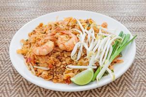 stekt nudlar thai stil med räkor (pad thai)