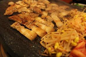 koreansk grillad fläskmage bbq foto