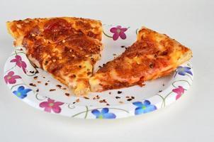 krossad röd paprika på pizza foto