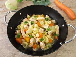 pastapanna med grönsaker foto