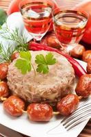 traditionell rysk mat. aspisk köttgelé foto