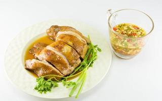 kokt kyckling med fisksås och vårlök foto