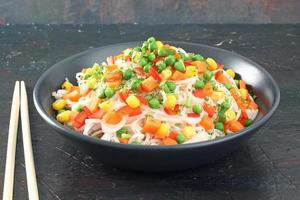 nudlar med grönsaker