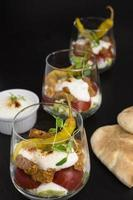 gyros med sallad och tomat foto