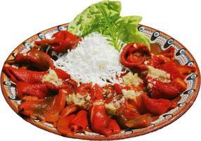 färsk och välsmakande sallad med paprika och ost foto