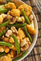 kryddig thailändsk blomkål och bönor foto