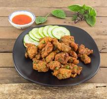 thailändsk mat - maträtt av curry fiskkaka foto