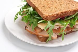 hälsosam smörgås med helt vete foto
