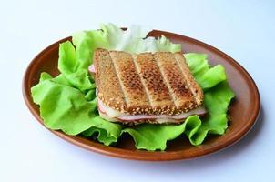 integrerad toast, skinka och ostsmörgås foto