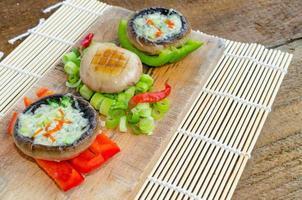 bakade muschrooms med blåmögelost foto
