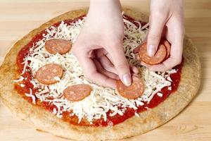 att göra pizza foto