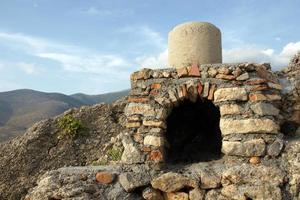 grekisk vedeldad ugn. foto