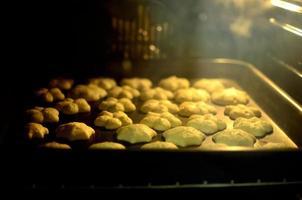 biscotti di pasta frolla montata i forno foto