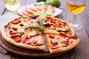 italiensk pizza med skaldjur