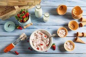 hemlagad produktionslinje jordgubbsglass foto