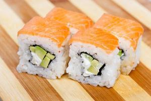 sushi japansk rulle japanmåltid färsk foto