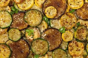 sauterade grönsaker med parmesanost foto
