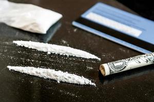 två rad kokain foto