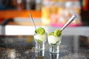 kiwi och ost i glas