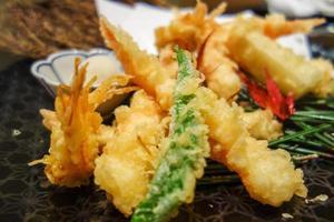 räkor tempura japansk mat foto