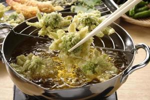 tempura av japansk butterbur foto