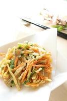 japansk vegetabilisk tempura foto