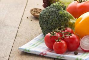 färsk grönsak och mat foto