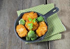 kycklingkotlett med grönsaker foto