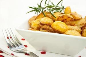 rostad potatis foto