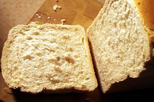 nybakat bröd foto