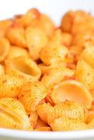 bild av välsmakande pasta med tomatpesto foto