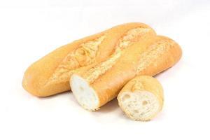 olika franska baguetter. isolerad på vit bakgrund foto